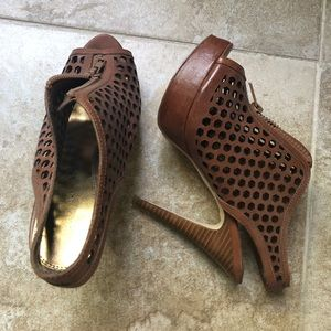 Chinese laundry platform heels in brown (size 8m)